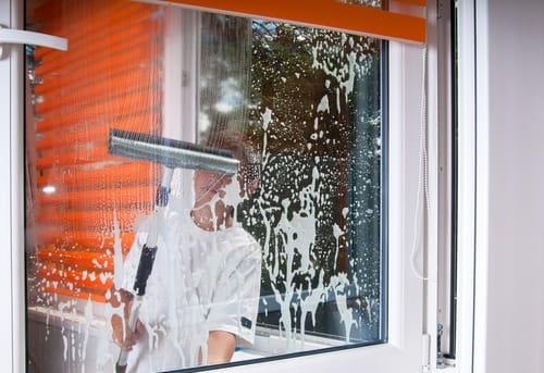 """Okna bez přístupu? Pro """"Výškové práce Praha"""" nic takového neexistuje!"""