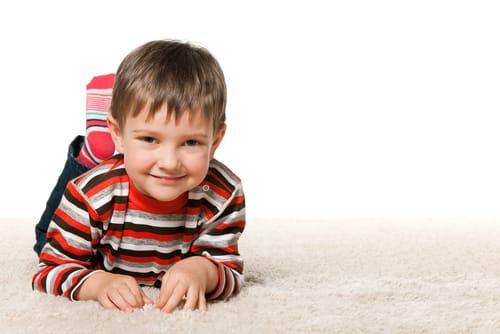 Nechat štěně a koberec na několik hodin doma společně? Nedopadne to dobře!