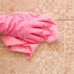 Jak vyčistit špínu z kachliček
