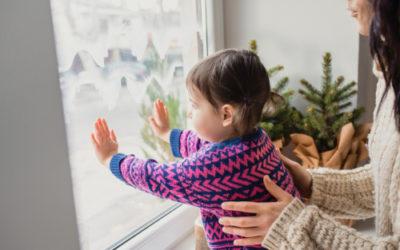 Odstranění izolepy ze skla. Mytí celoplošných oken, čištění fasád ve výškách Praha 10. Strhávání polepů