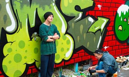 """Graffiti na fasádě mého kadeřnictví odrazovalo zákazníky, """"Odstraňování graffiti Praha"""" mi pomohlo"""
