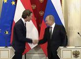 Putin v Rakousku: Plyn z USA je třikrát dražší a Rusko je nutné pro mír v Evropě, řekl Van der Bellen. Uvolnit sankce, přeje si Kurz. Ohromila věta o Trumpovi a EU