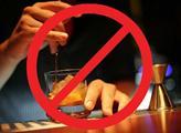 Zakázat alkohol během ramadánu, ať jsou muslimové šťastní. Tipujte, která německá parlamentní strana to navrhuje