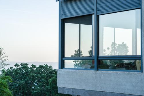 Prečo čistiť okná, keď nemusíte. Výškové umývanie, čistenie, nano impregnácia okien, fasád Bratislava, Umývanie, výškové čistenie, nano impregnácia, výškové práce. Okná, fasády výklady