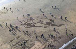 Artists Create Giant Portraits on UK Beaches Honoring World War I Soldiers on the 100th Anniversary of Armistice Day