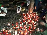 Drsná tečka za Palachem: Po zapálení muže na Václaváku ukázali na média. A přišla odpověď