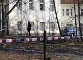 Zítra nastoupí policie na Kliniku. Naposledy, když v Praze vyháněla squattery, to byla pětidenní akce. A nikdo neví, kolik to stálo