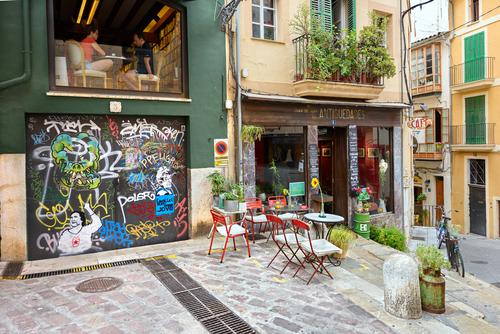 Zmalované města a ulice, graffiti a tagy jsou snad už všude. Metody ochrany fasád, antigraffity