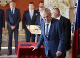 Zeman Staňkovu demisi nepřijal. Hamáček okamžitě svolal novináře a začal konat…