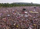 Demisi, demisi! Letnou zaplavily desítky tisíc demonstrantů: Útok na Benešovou, pobouření herci, Klus ve žluté vestě